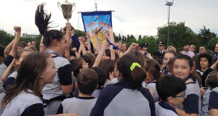 Gli allievi della Mazzarello sollevano la Coppa