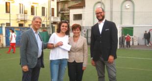 Savino Bonfanti, Giusy Invernizzi e Gualtiero Anelli premiano Lucrezia Buongiorno,